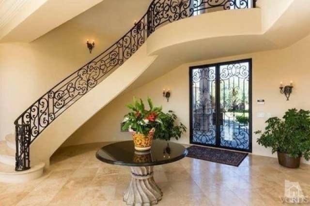 بريتني سبيرز تشتري قصراً فخماً  (2)