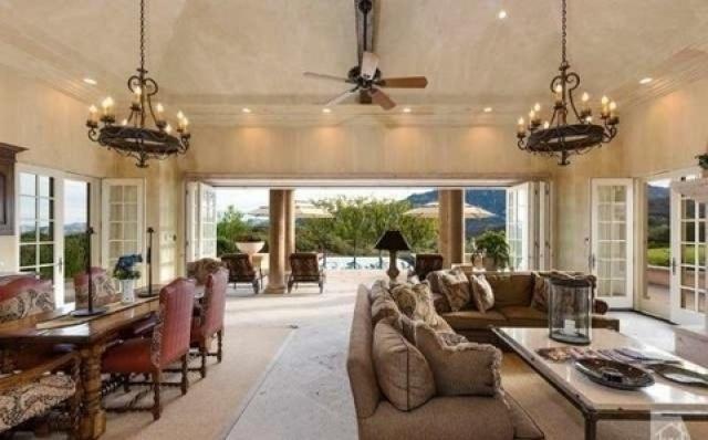 بريتني سبيرز تشتري قصراً فخماً  (5)