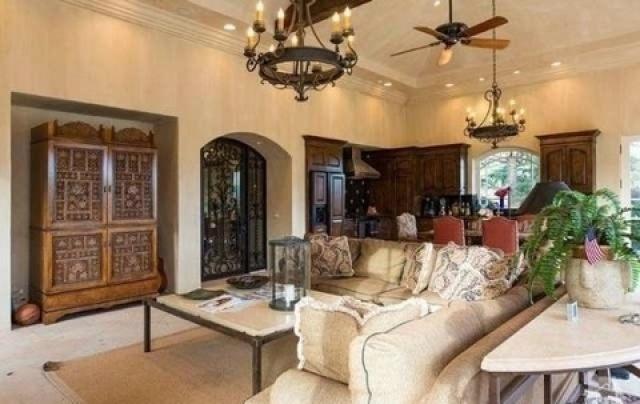 بريتني سبيرز تشتري قصراً فخماً  (6)