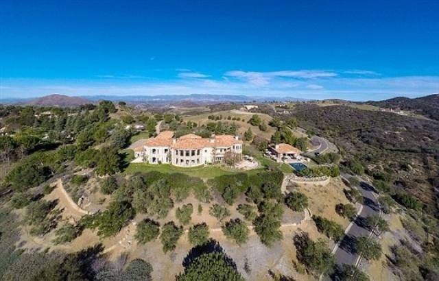 بريتني سبيرز تشتري قصراً فخماً  (8)