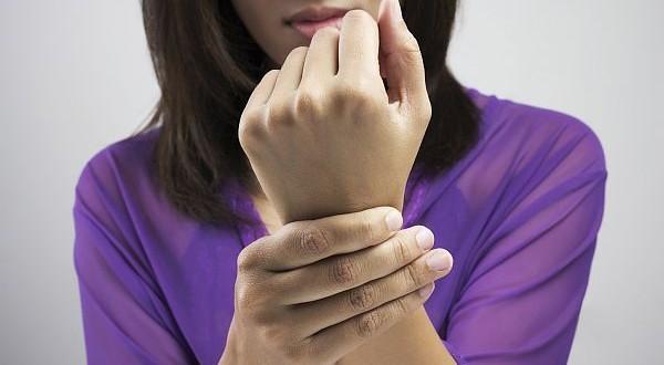 تنميل أصابع المراة (2)