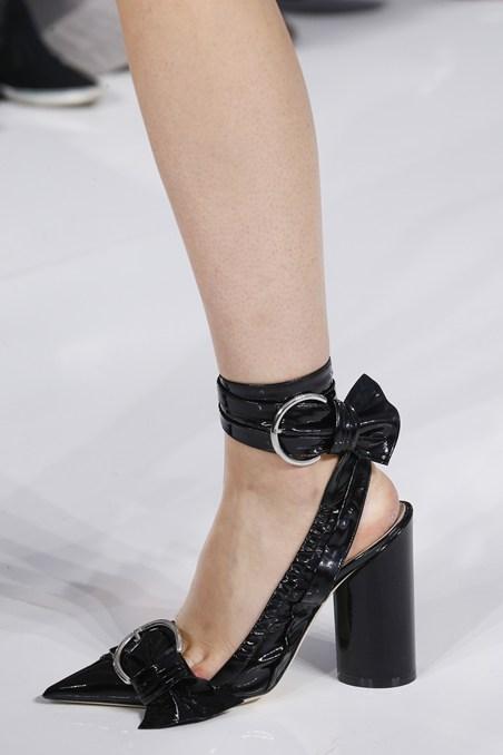 حذاء أسود من ديور