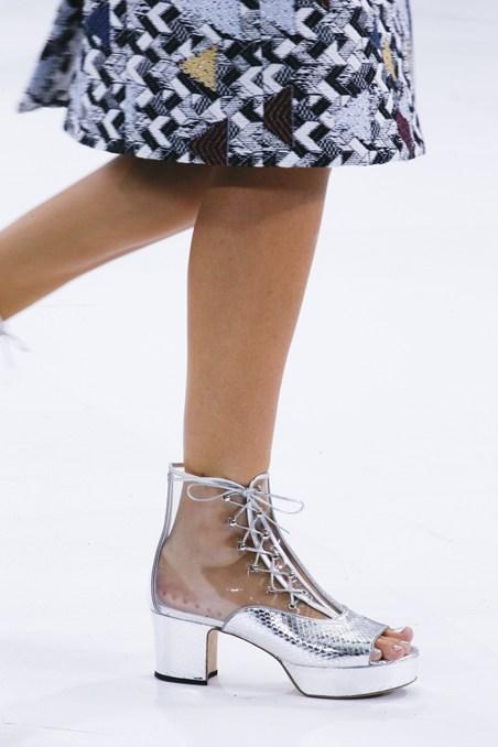 حذاء بتصميم عصري من شانيل