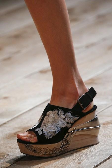 حذاء ذو تصميم مميز من ألكسندر ماكوين