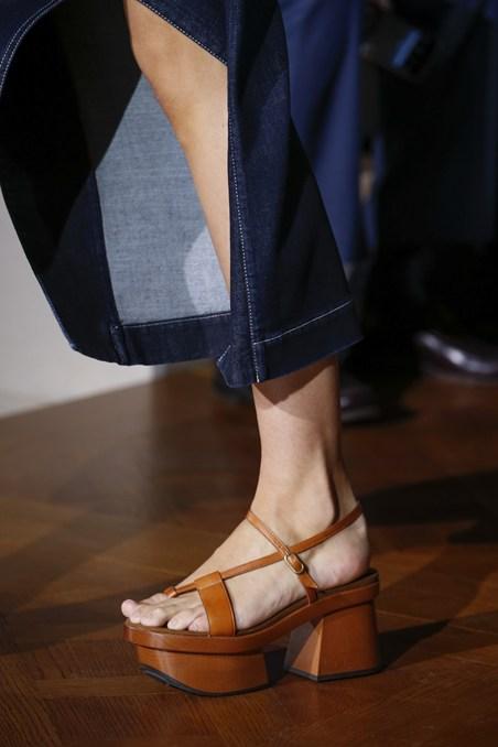 حذاء عصري من ستيلا ماكارتني