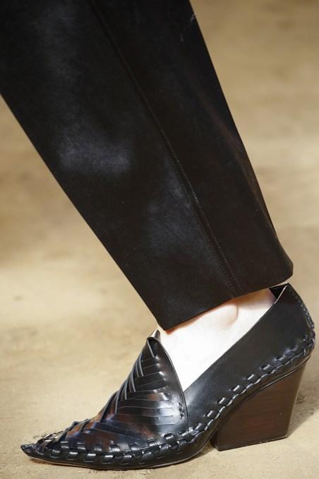 حذاء غريب من سيلين