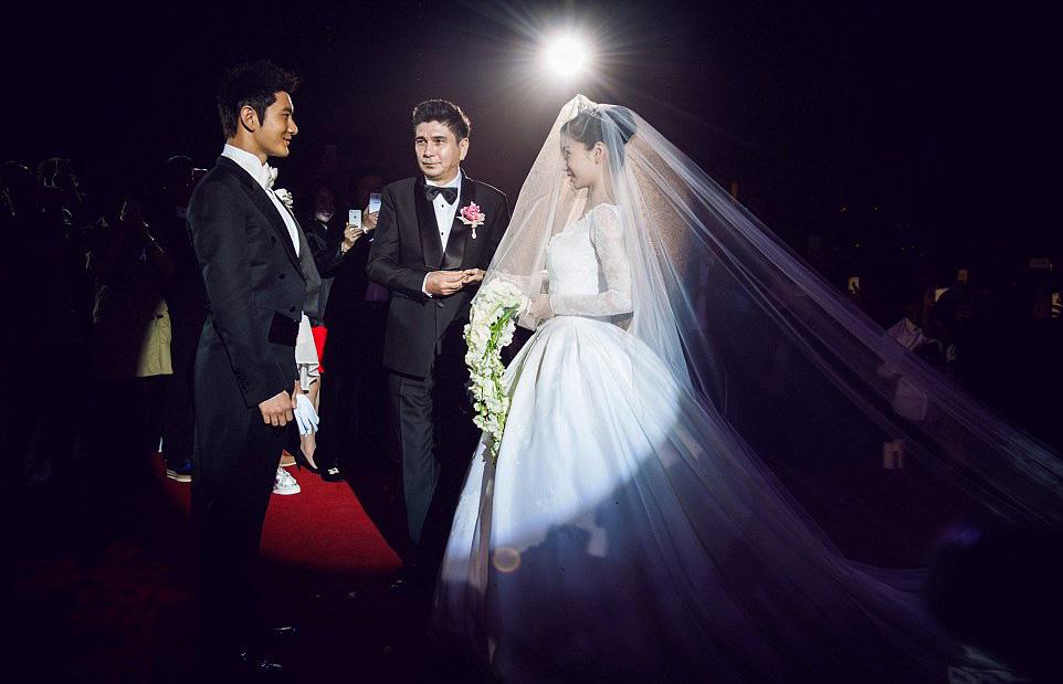 حفل زفاف كيم كاردشيان الصين (1)