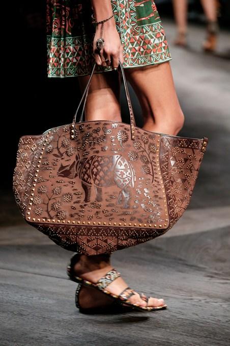 حقيبة جلدية كبيرة من فالنتينو