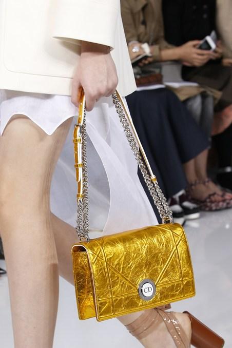 حقيبة ذهبية من ديور