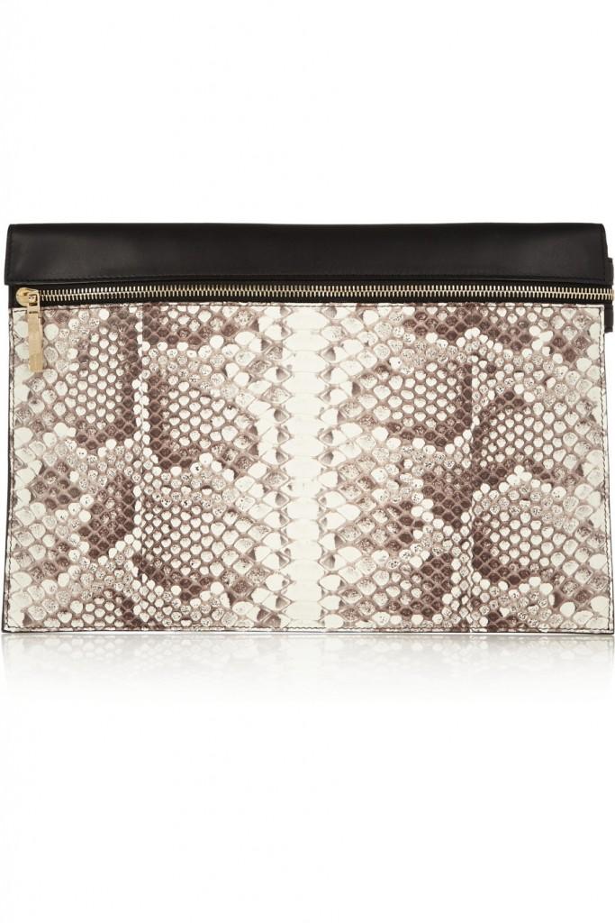 حقيبة من جلد الأفعى من فيكتوريا بيكهام