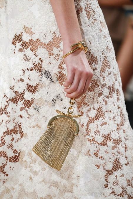 حقيبة يد ذهبية من بالنسياغا