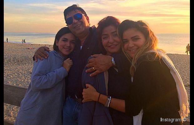 علا غانم وزوجها وبناتها