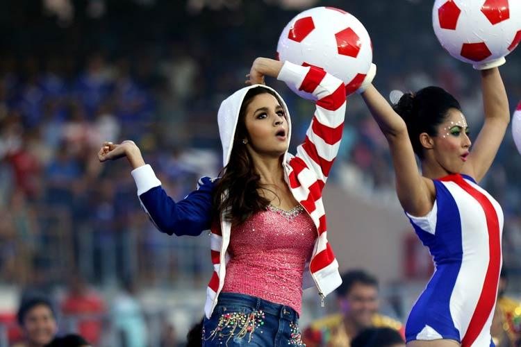 عليا بهات في افتتاح الدوري الهندي (1)