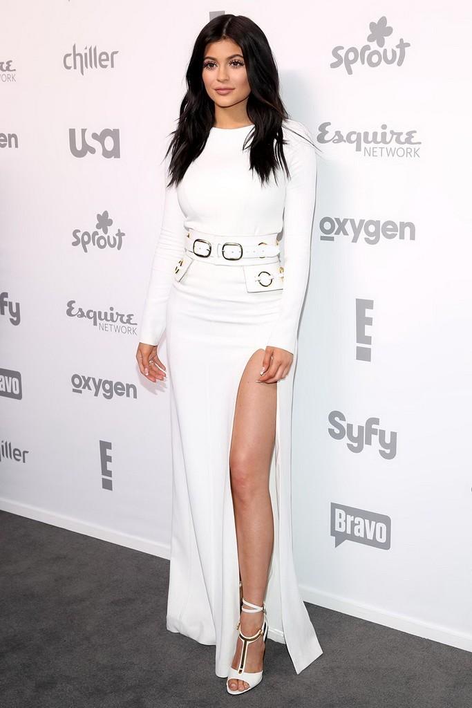 فستان أبيض عصري اختارته كايلي جينير اختاريه أنت أيضاً لعرس شبابي