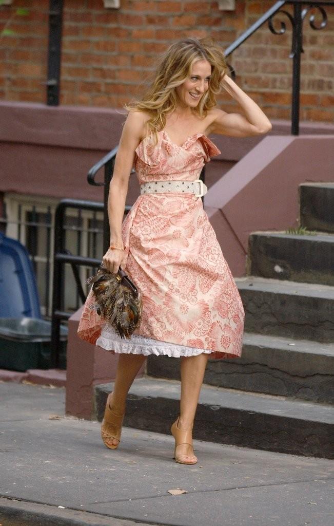 فستان أنيق وذو تصميم مبهر