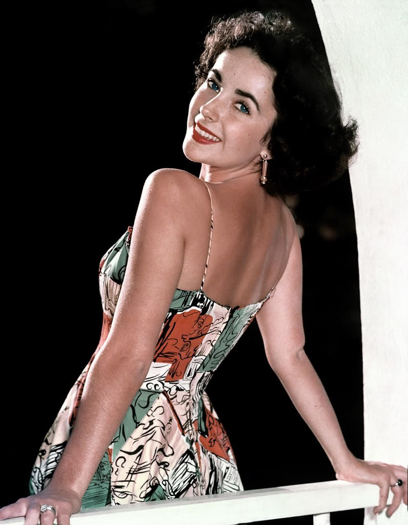 فستان معرق صيفي اختارته اليزابيت تايلور
