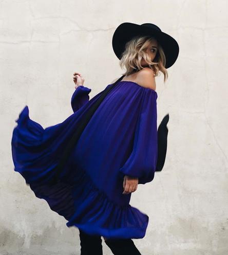 قبعة مع فستان ازرق