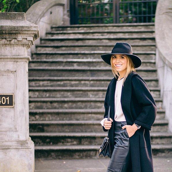 قبعة مع معطف طويل وبنطلون مصنوع من الجلد
