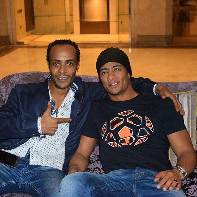 محمد رمضان وشقيقه ومدير اعماله