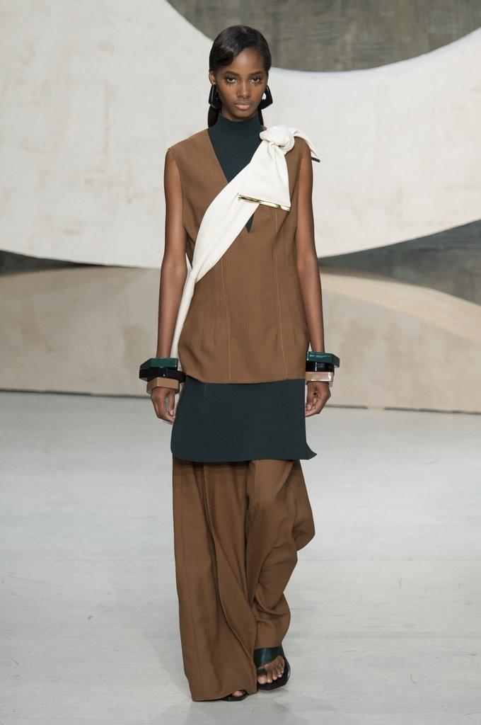 ملابس مزينة بشرائط مربوطة من Marni