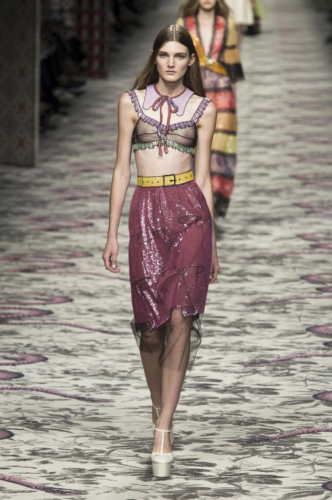 ملابس مصممة تشبه الملابس الداخلية من Gucci
