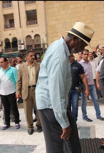 مورغان أصر على خلع الحذاء قبل دخول المشهد الحسيني