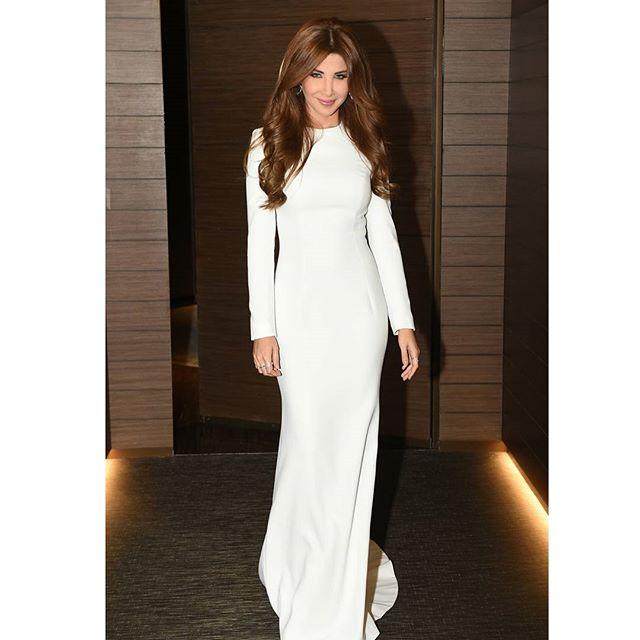 نانسي عجرم في فستان أبيض ناعم