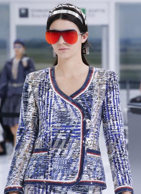 نظارات شمسية ذو تصميم عصري من شانيل