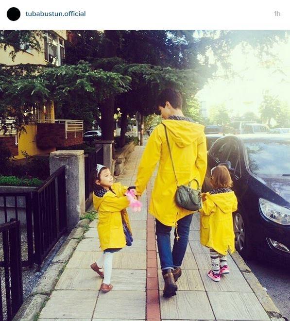 توبا بويوكستون تذهب بملابس المدرسة مع توأمها
