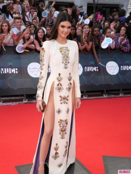 14Kendall-Jenner-Style-EvolutionMuchMusic-Video-Awards-2-435x580-420x560