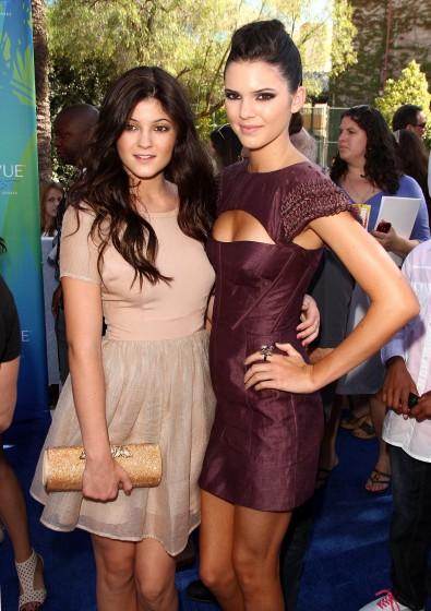 6Kendall-Jenner-Style-EvolutionFFN_RIJ_2011_TEENCHOICE_SET2_080711jpg_7703321-395x560