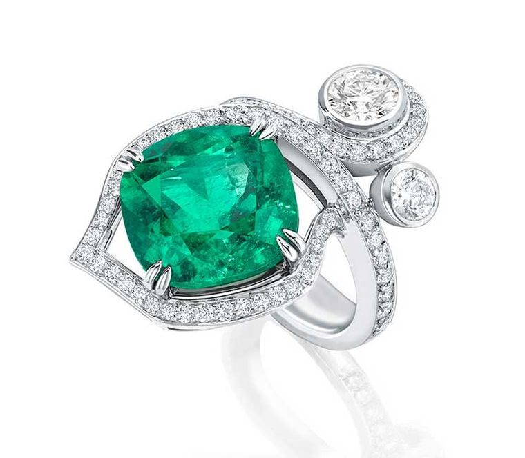 Boodles-emerald-ring