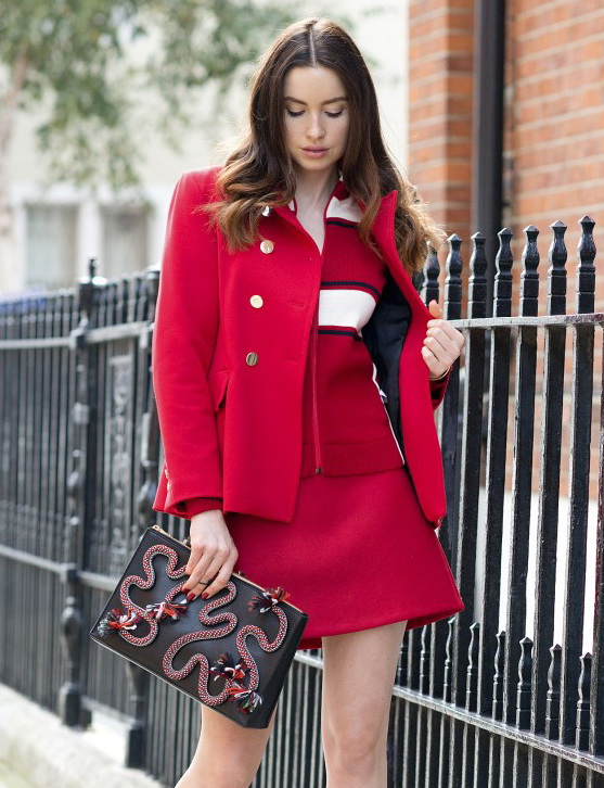 Emma-Miller-model-and-fashion-blogger-red-trend-style-diary-feature-5-800x1199