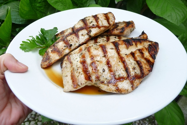 Grilled-chicken-breast-with-herbs
