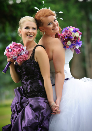 bride-with-her-maid-of-honor