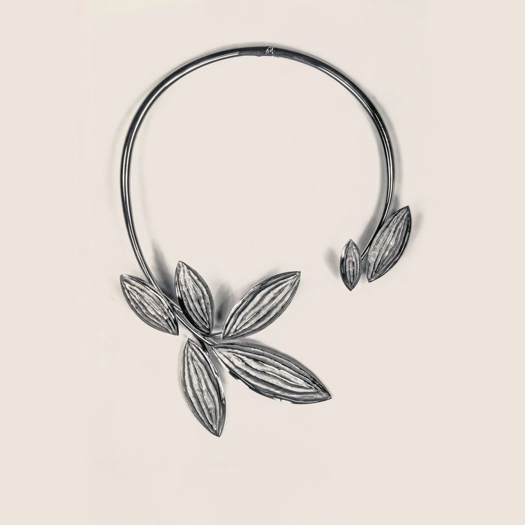 chaumet_stylized_leaves_necklace