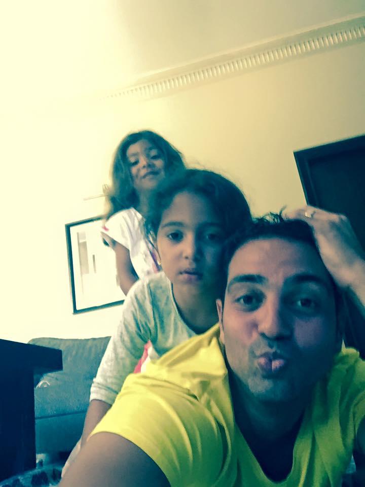 هانب أبو النجا مع بناته من نيلليى كريم