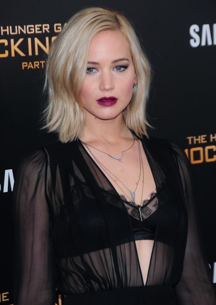 Jennifer Lawrence in Schiaparelli1