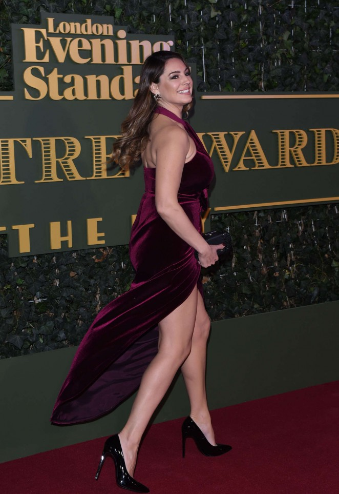 Kelly-Brook--In-Long-Dress-at-Evening-Standard-Theatre-Awards-in-London-04-662x963