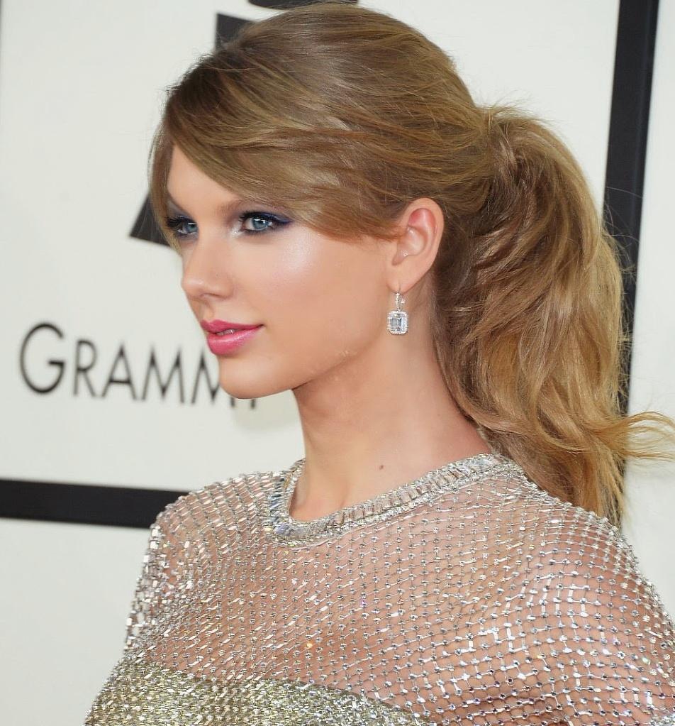 Taylor-Swift-Hair-Makeup-Grammys-2014