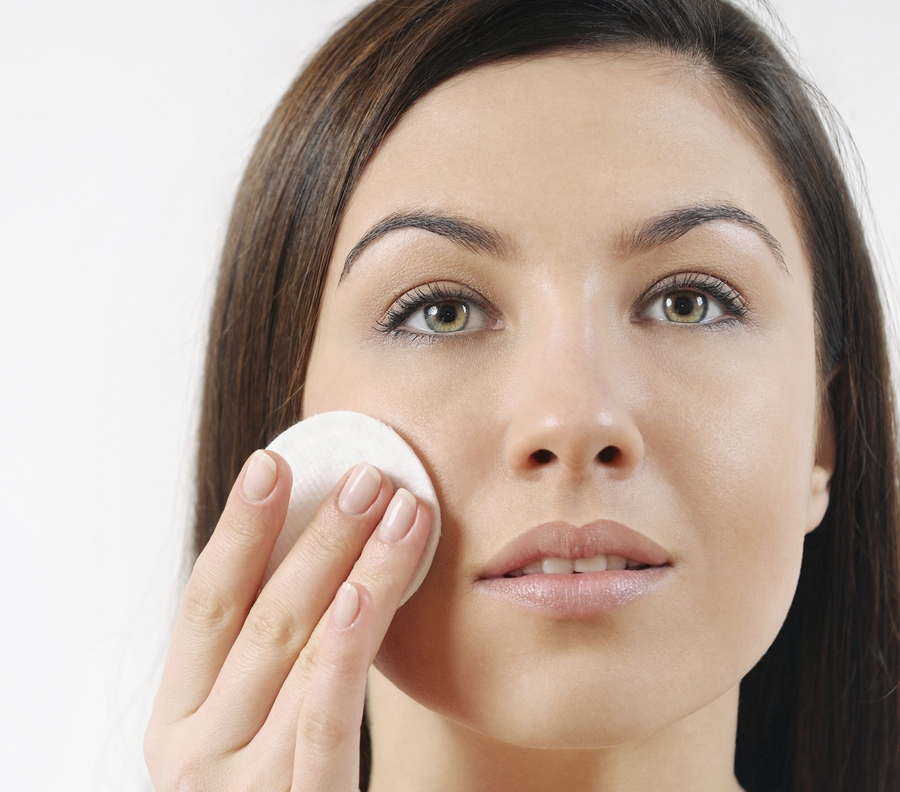 Woman-Cleansing-Face-iStock_000052914726_Large