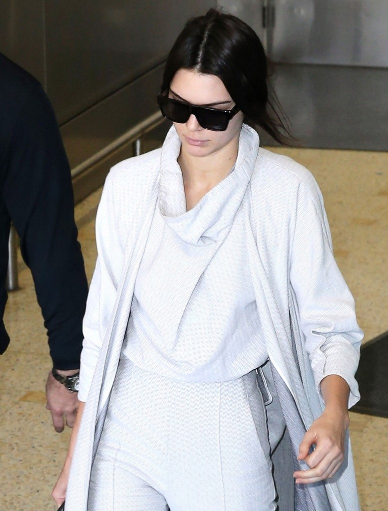 Sisters Kendall Jenner and Kylie Jenner arrive in Sydney **USA ONLY**