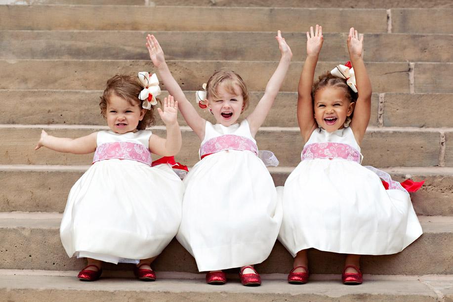 cute-girls-at-a-wedding