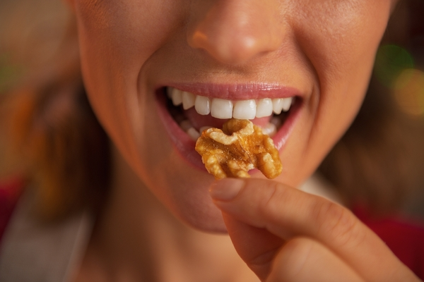 eating-nuts-shutterstock_165132479