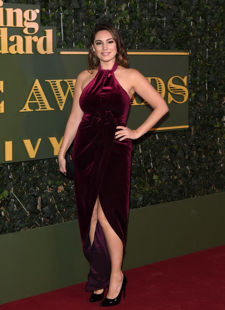 kelly-brook-evening-standard-theatre-awards-at-the-old-vic-theatre-in-london-11-22-2015_1