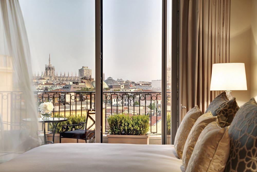 resized_Palazzo Parigi Hotel, Presidential Suite, Master Bedroom_detail