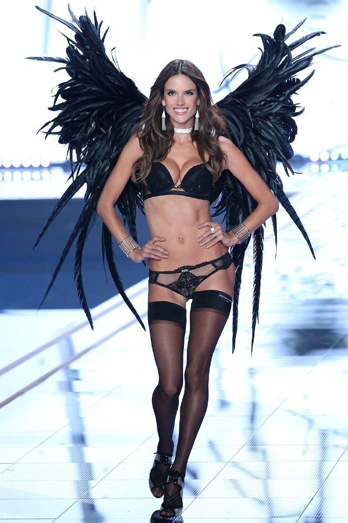 resized_alessandra-ambrosio-victorias-secret-model-line-up-2015