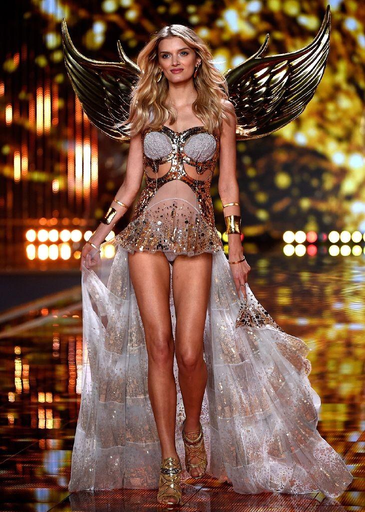 resized_lily-donaldson-victorias-secret-model-line-up-2015