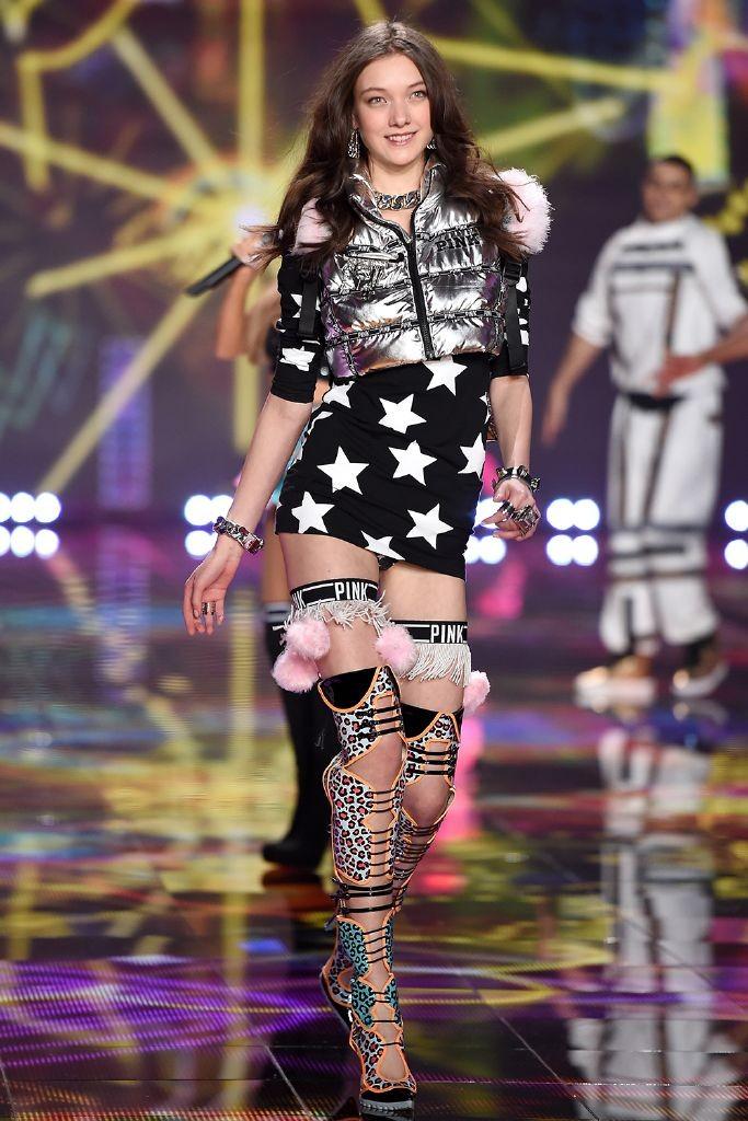 resized_yumi-lambert-victorias-secret-model-line-up-2015
