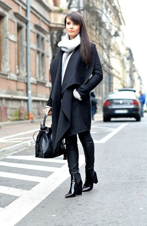 womens-fashion-photography-all-black-chain-bags-skinny-pants-winter-coats-965476